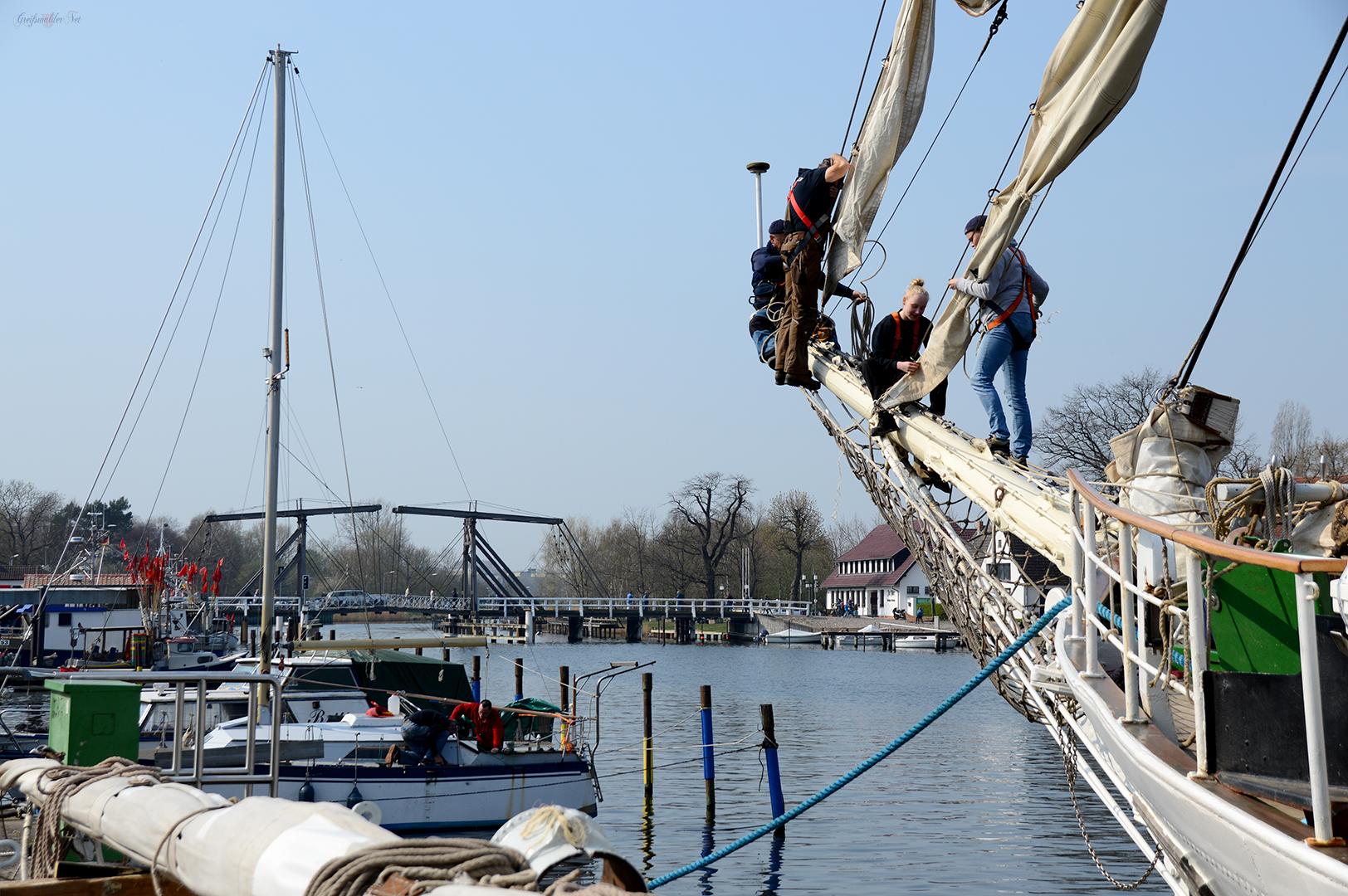 """Auftakeln des Segelschulschiffes """"Greif"""" in Greifswald-Wieck"""