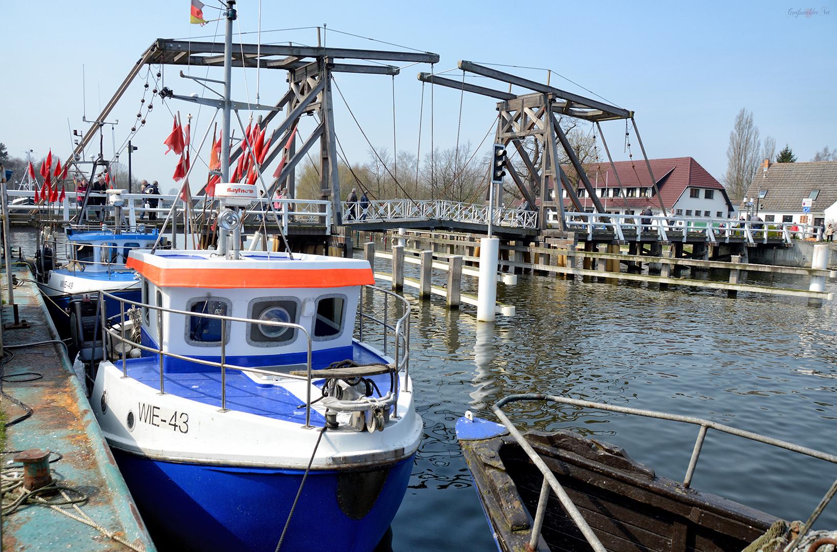 Fischereihafen und Holzklappbrücke in Greifswald-Wieck