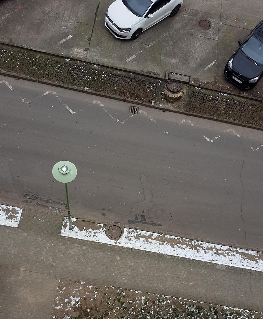 Was ist auf der Straße zu sehen?