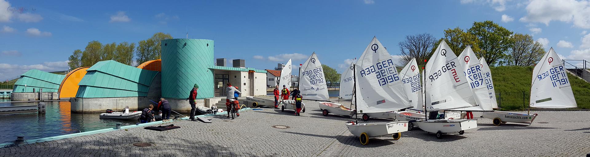 Segelboote (Optimisten-Jolle) am Sperrwerk in Greifswald-Wieck