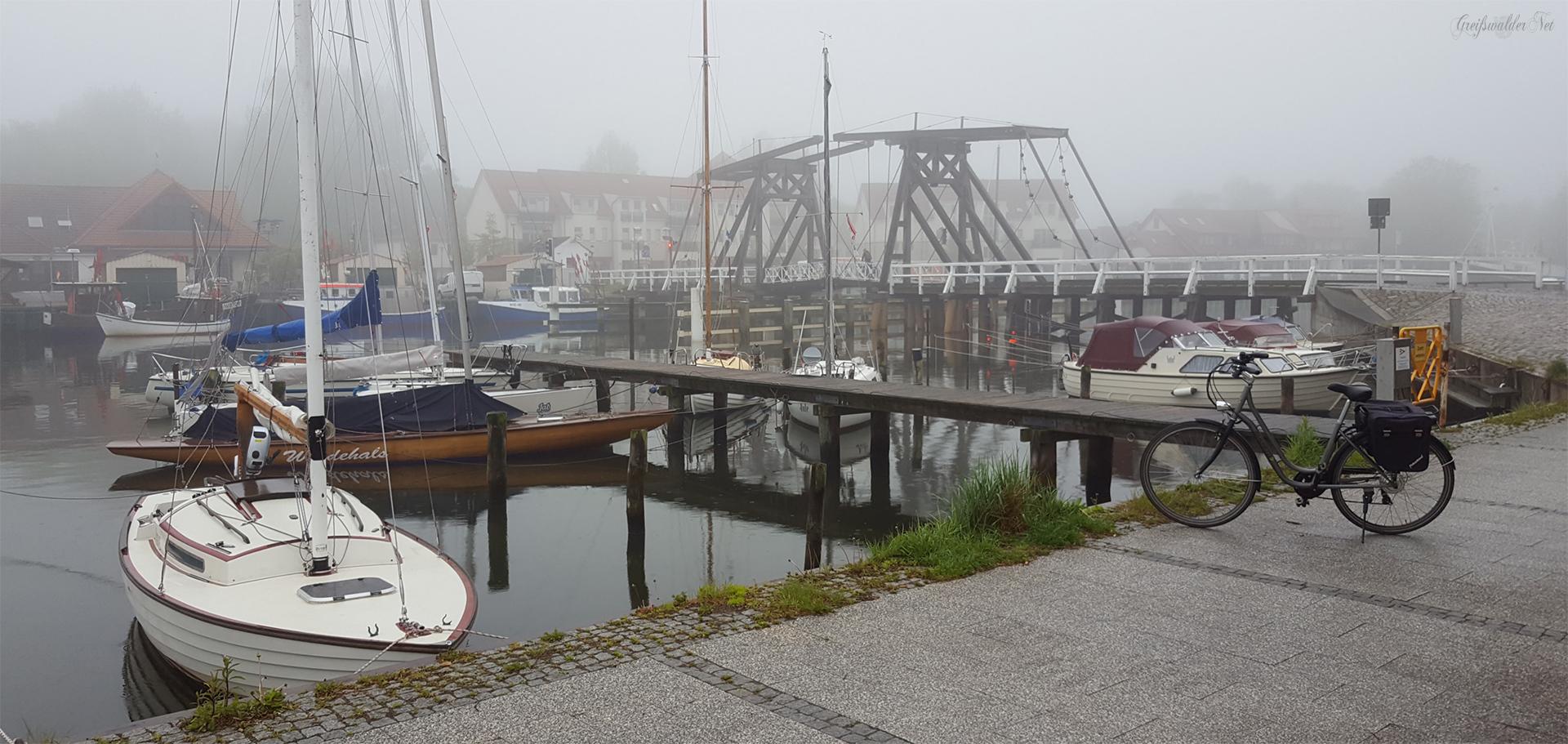 Freitag an der Brücke in Greifswald-Wieck