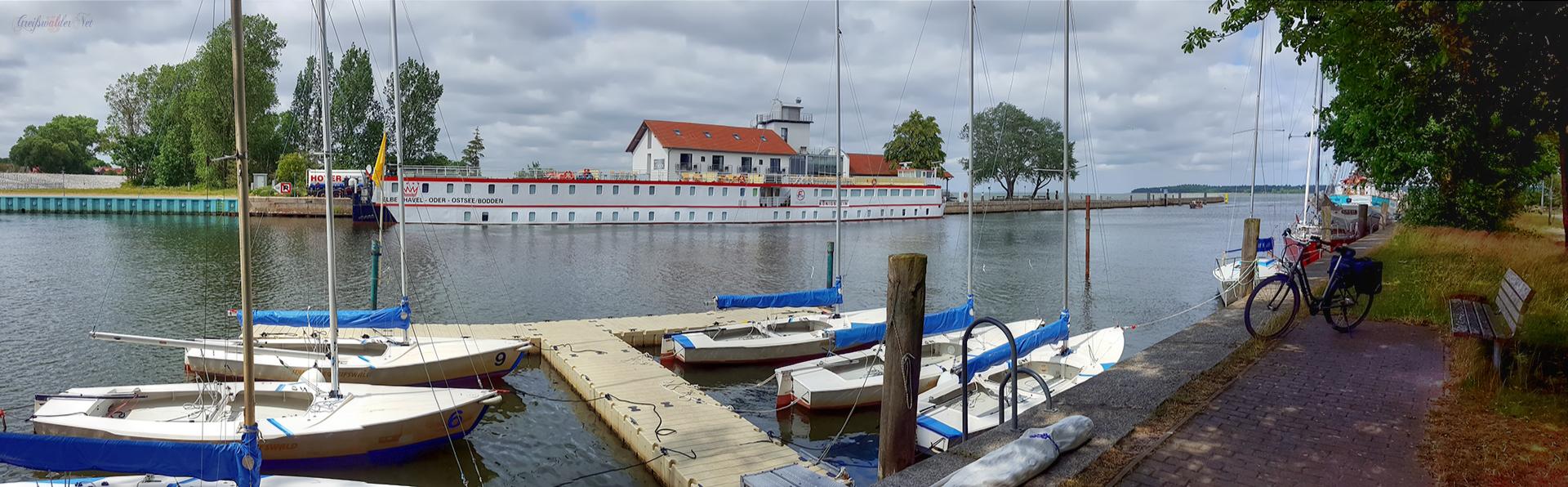 Hafeneinfahrt Greifswald-Wieck