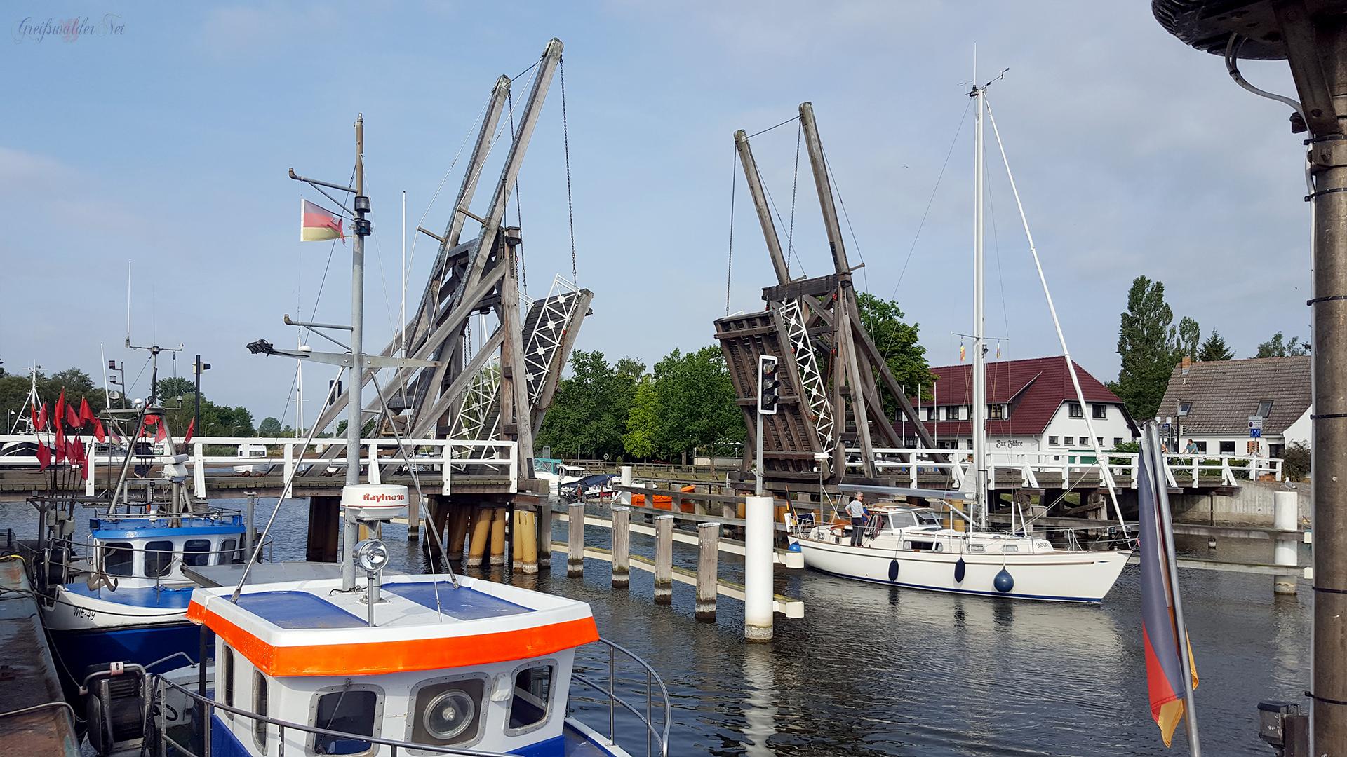 Brückendurchfahrt in Greifswald-Wieck