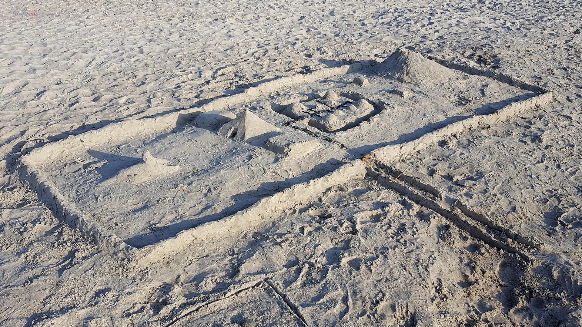 Sandburg am Strand in Greifswald-Eldena