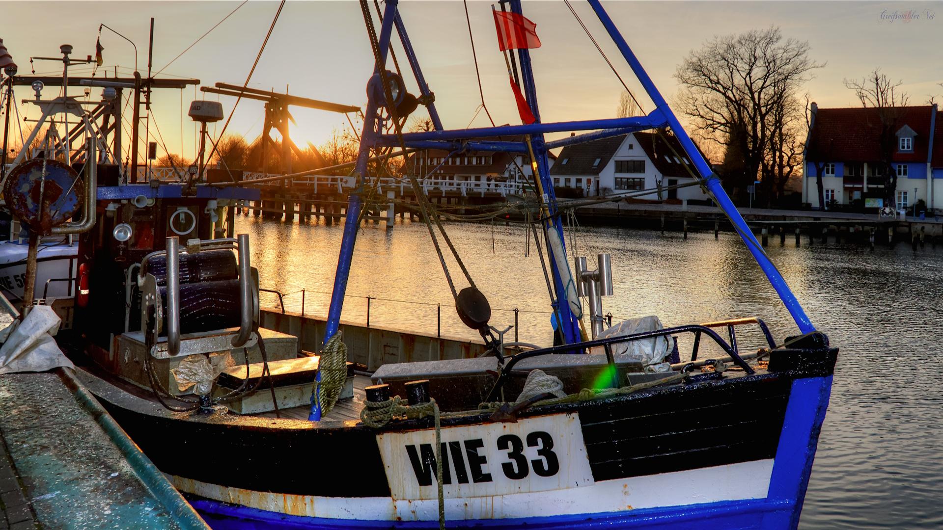 Sonnenuntergang am Hafen in Greifswald-Wieck