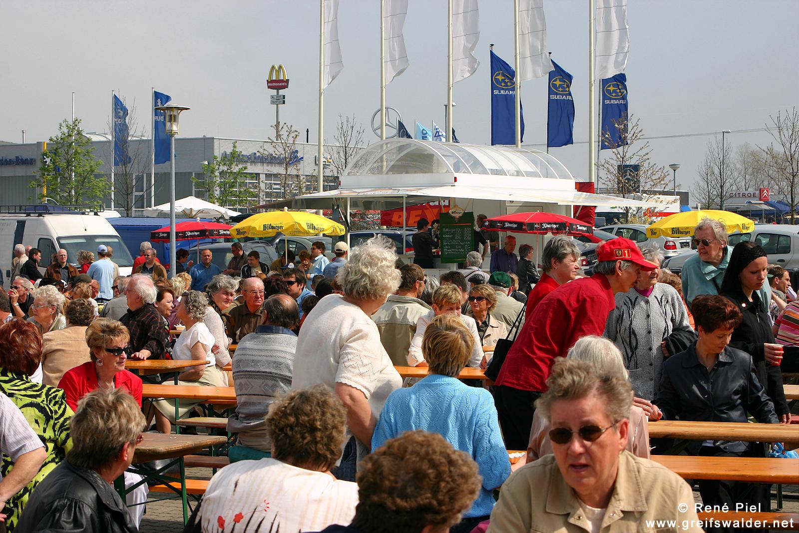 1. Mai 2005 - Volksfest auf der Automeile in Greifswald