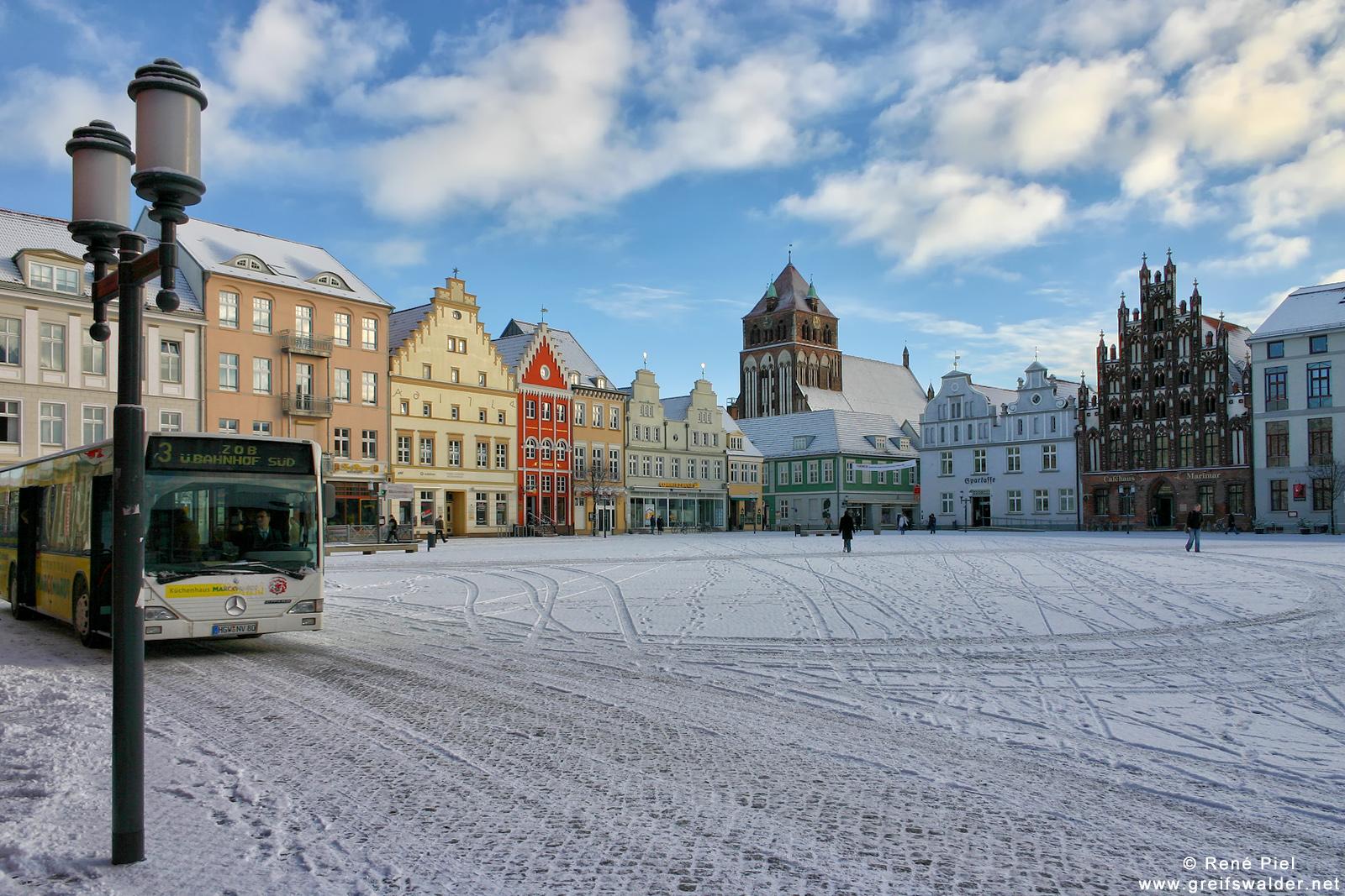 Marktplatz Greifswald im Winter 2006