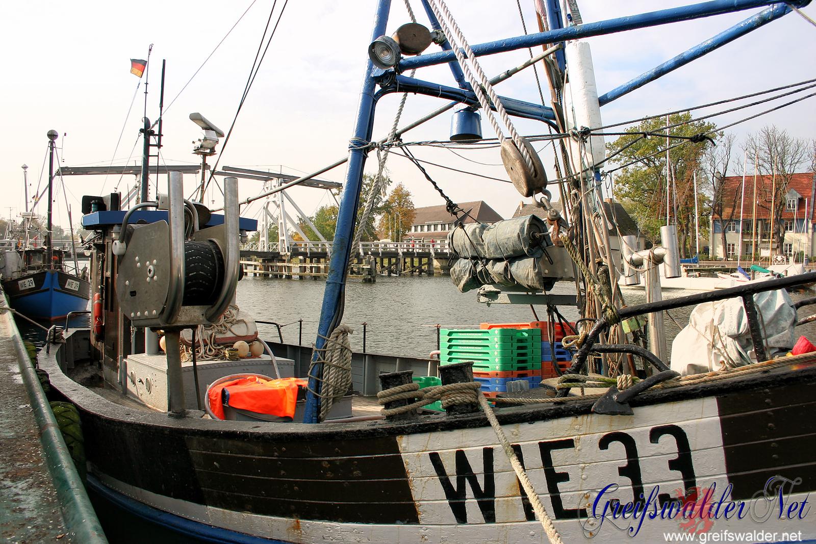Fischerboote an der Brücke in Greifswald-Wieck