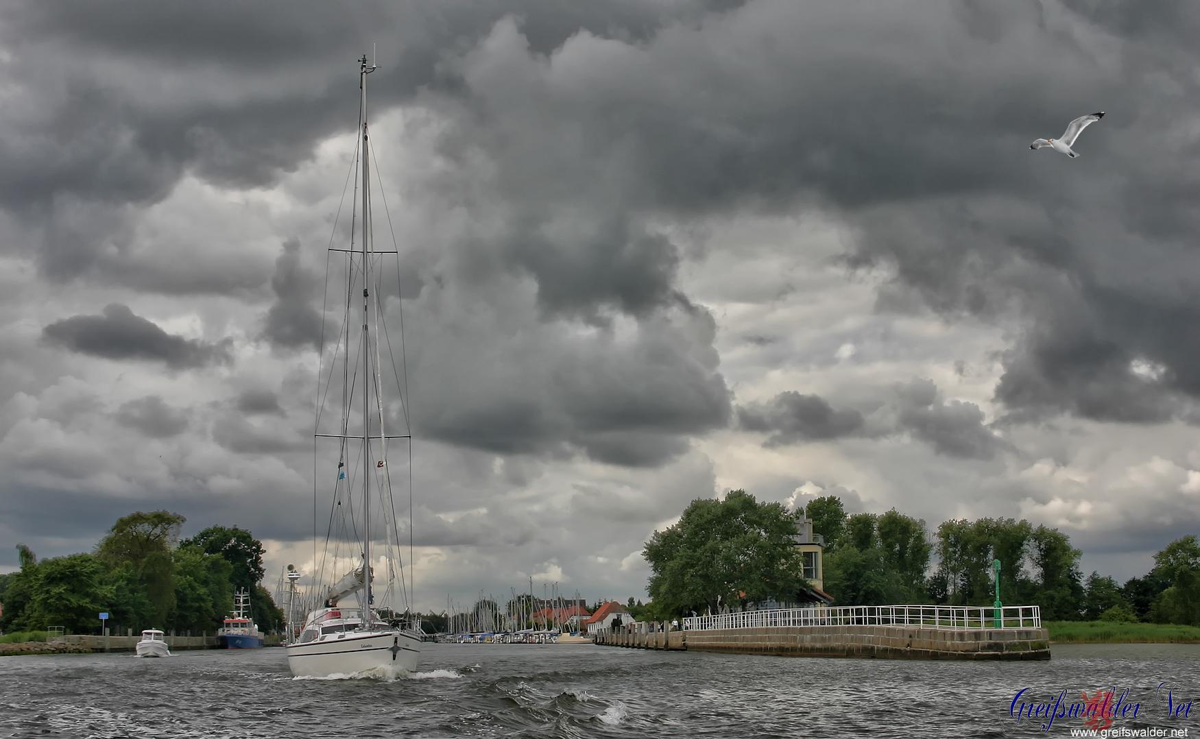Ausfahrt an der Mole in Greifswald-Wieck