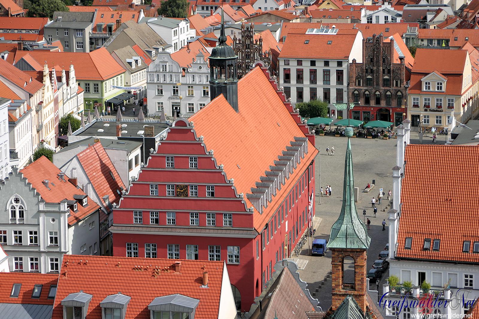 Rathaus und Marktplatz in Greifswald