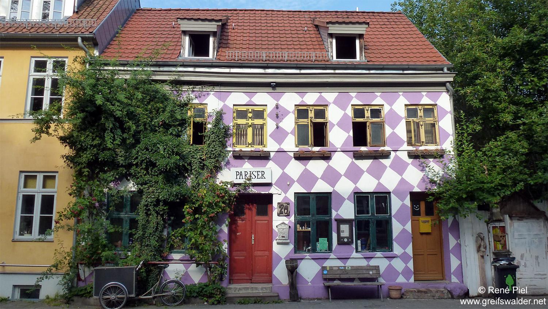 Am Jugendhaus Pariser in Greifswald (Juli 2014)