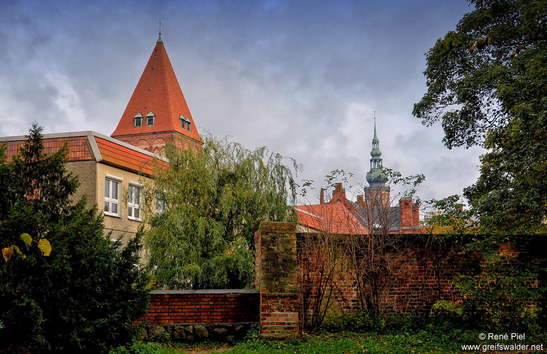 Stadtmauer, Jacobikirche und Dom Sankt Nikolai in Greifswald