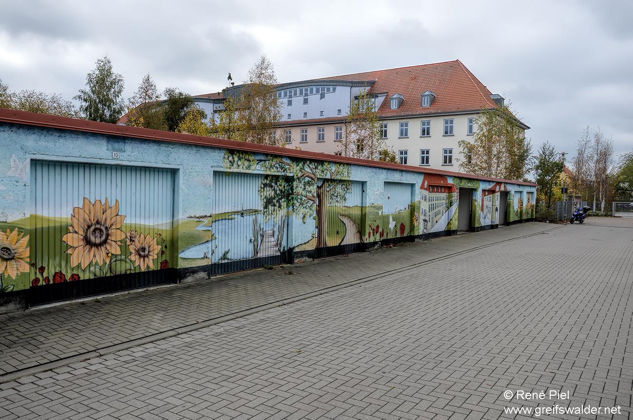 Graffiti an einem Garagenkomplex in Greifswald