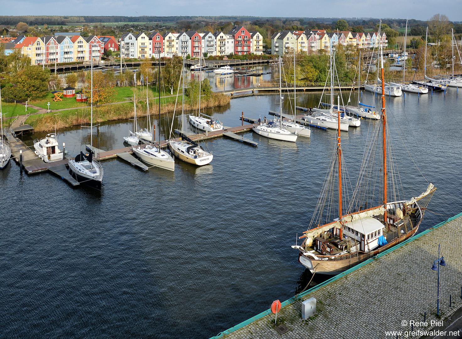 Wohnanlage im skandinavischen Baustil am Ryck in Greifswald