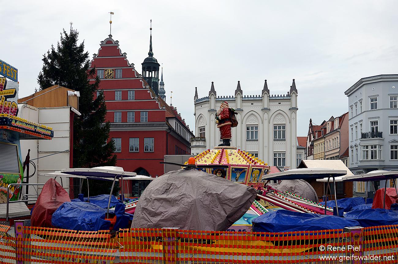 Aufbau des Greifswalder Weihnachtsmarktes