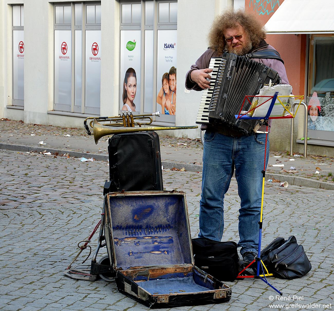 Straßenmusikant in Greifswald