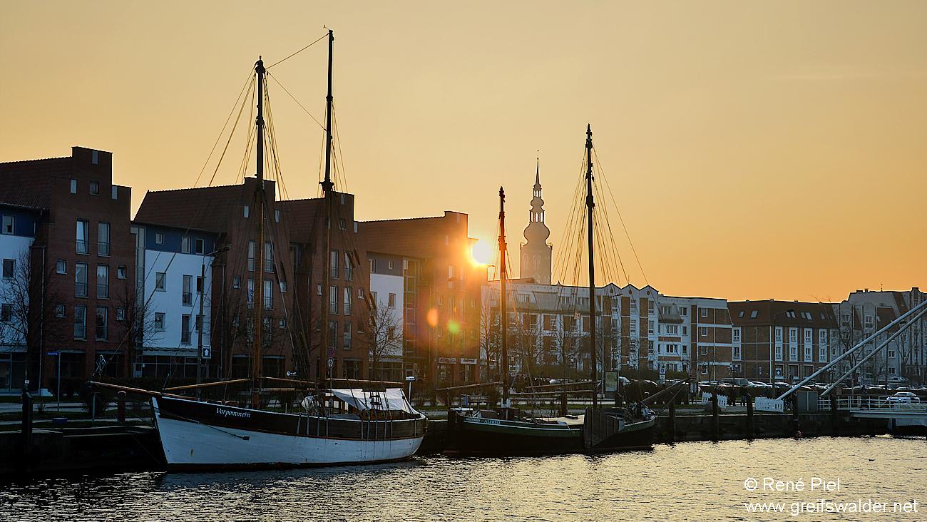 Sonnenuntergang am Museumshafen in Greifswald