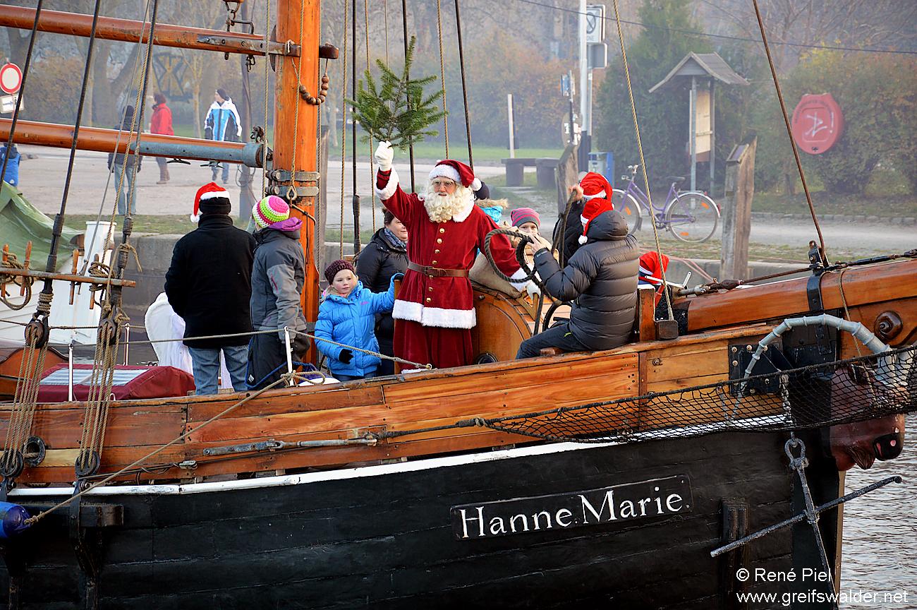 Der Weihnachtsmann segelt nach Greifswald