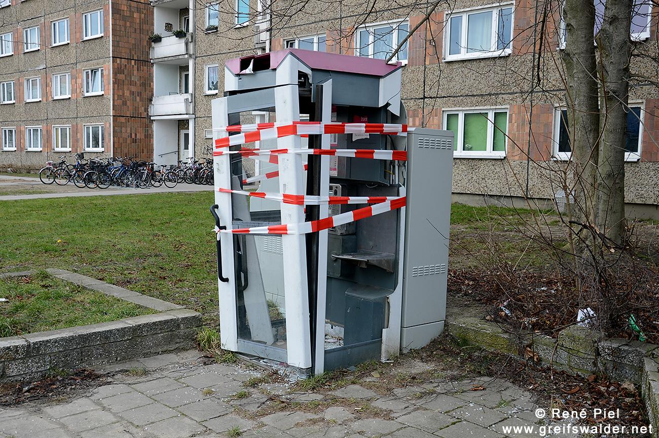 zerstörte Telefonzelle