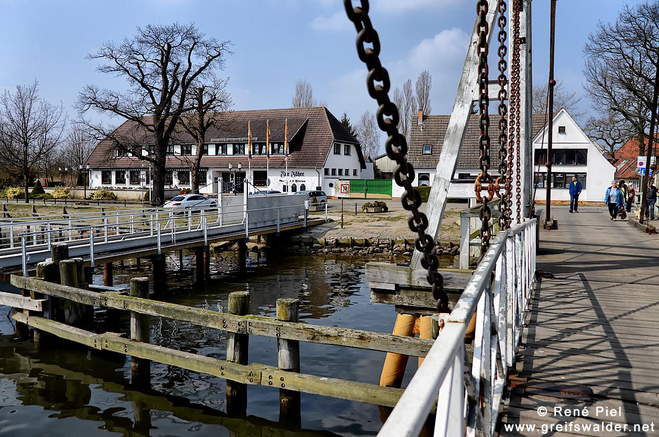 An der Brücke in Greifswald-Wieck