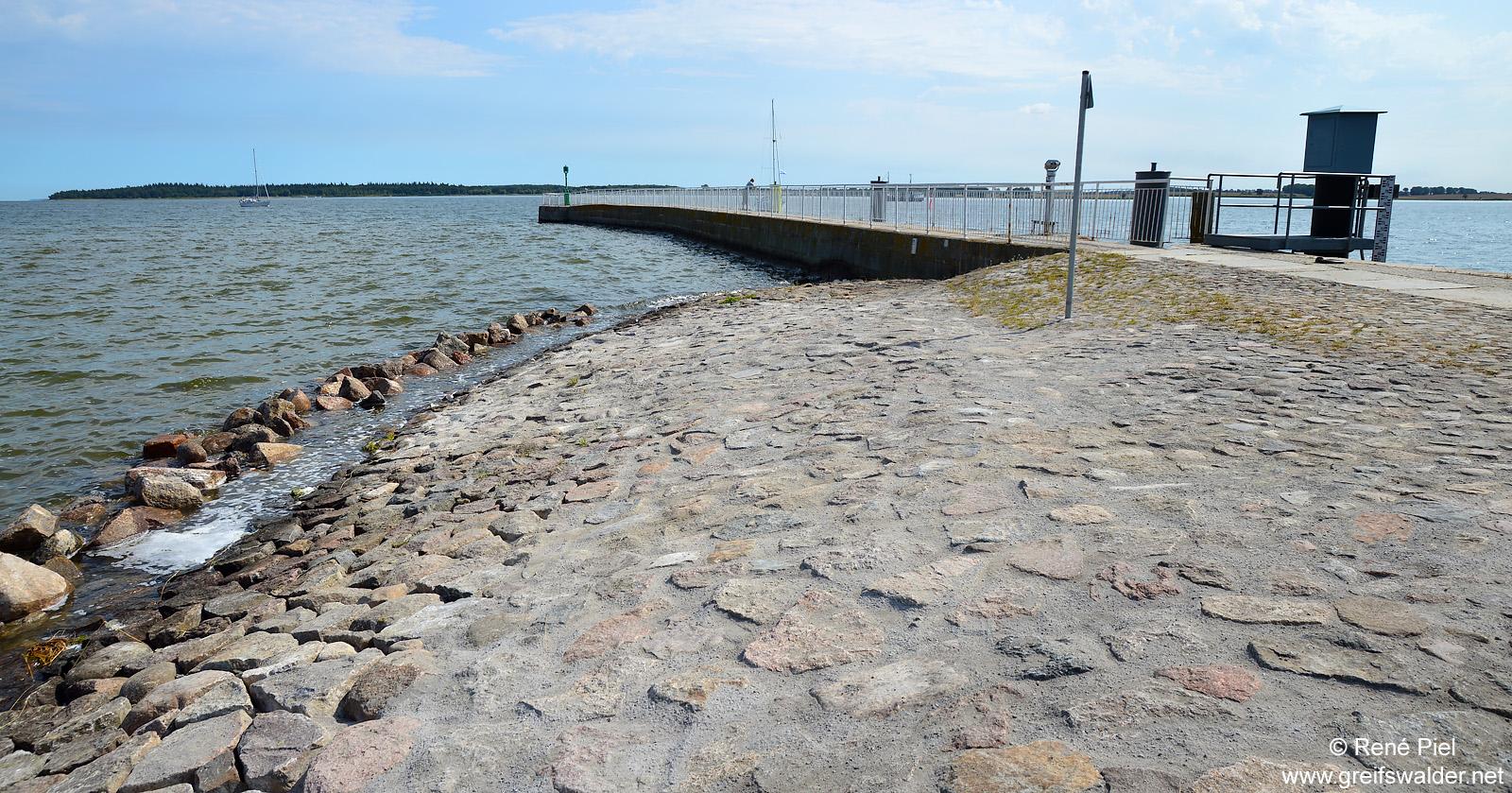 Nach den Sanierungsarbeiten an der Mole in Greifswald-Wieck