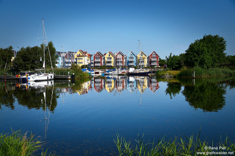 gespiegelt auf dem Ryck - Yachthafen in Greifswald