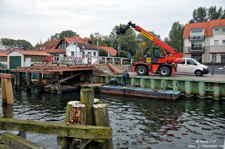 Bauarbeiten an der Brücke in Greifswald-Wieck