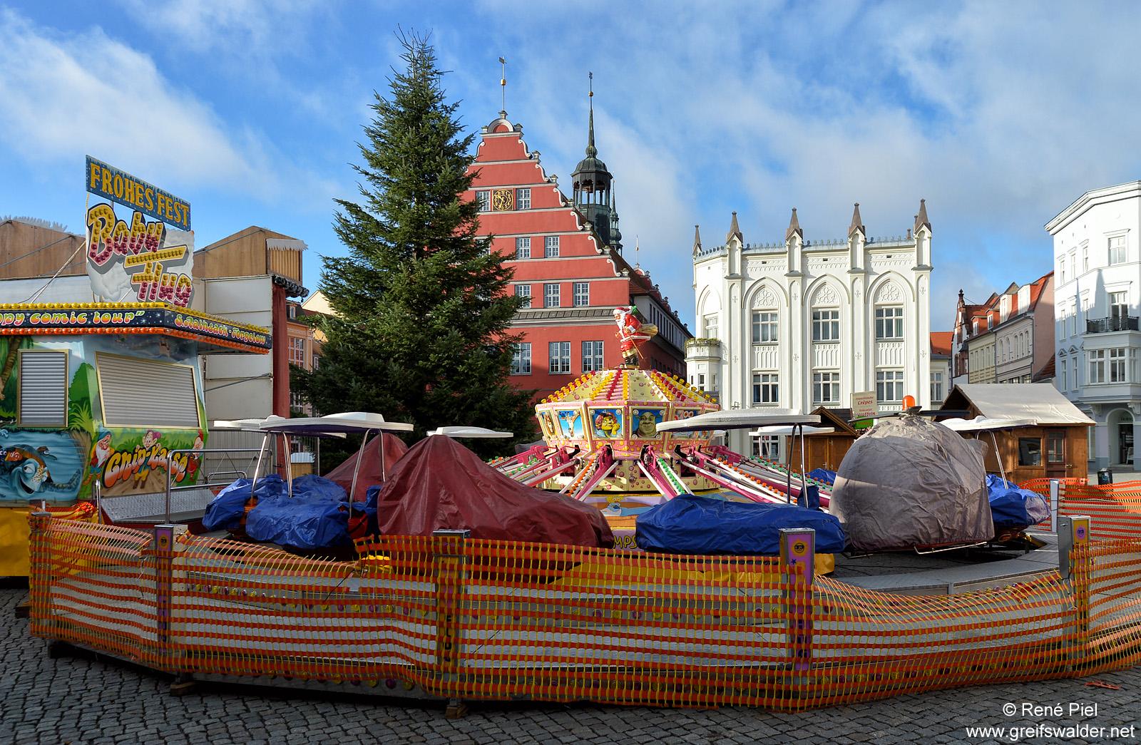 Aufbau Weihnachtsmarkt Greifswald