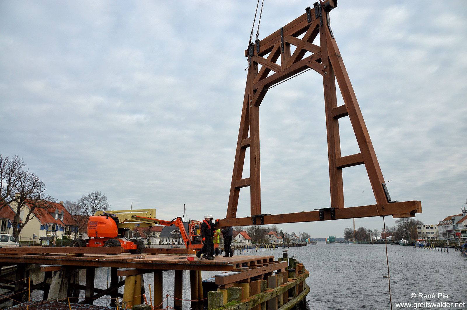 Wiederaufbau der Brücke in Greifswald-Wieck