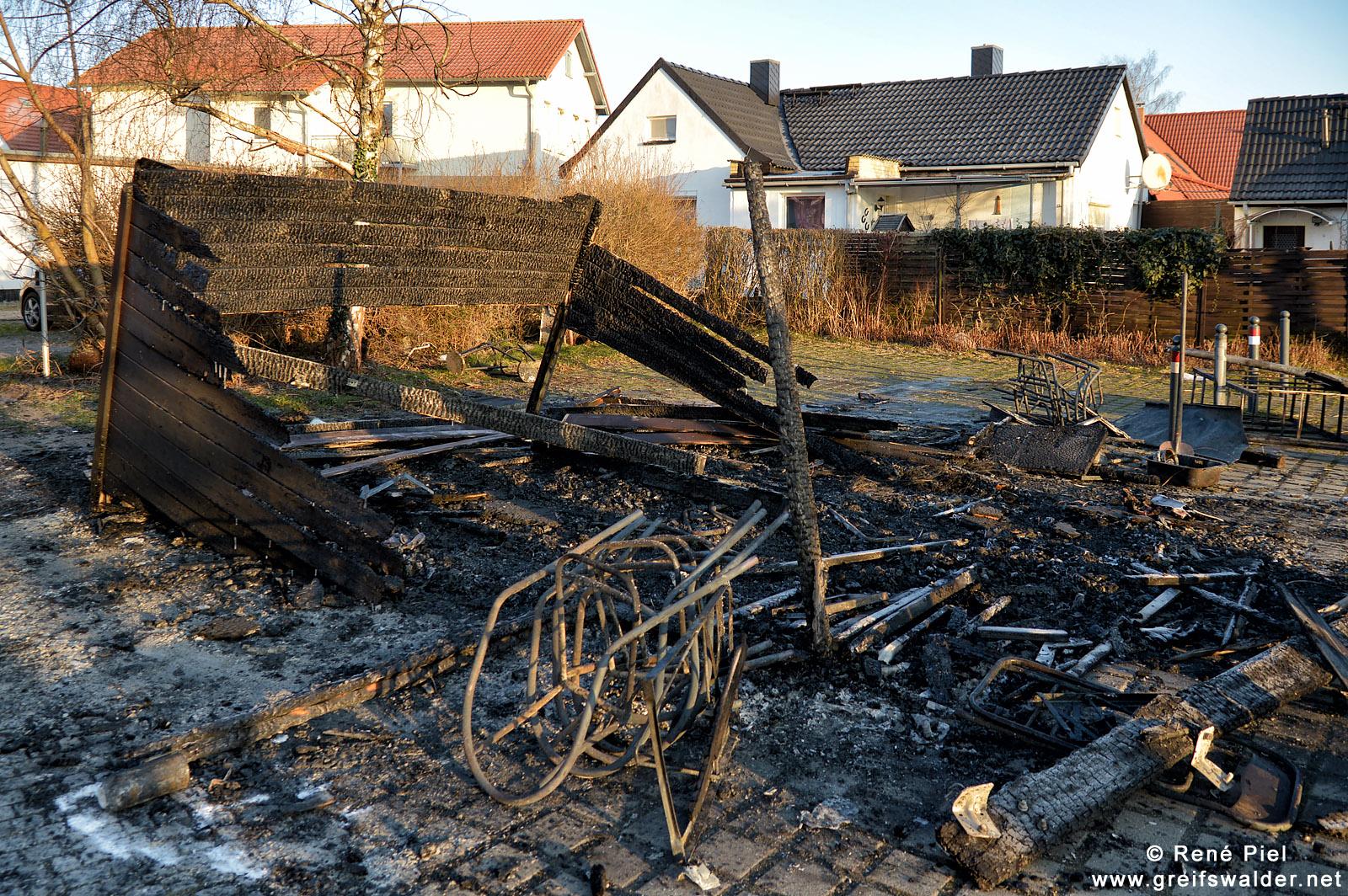 Nach einem Brand eines Fischimbiss in Greifswald-Wieck