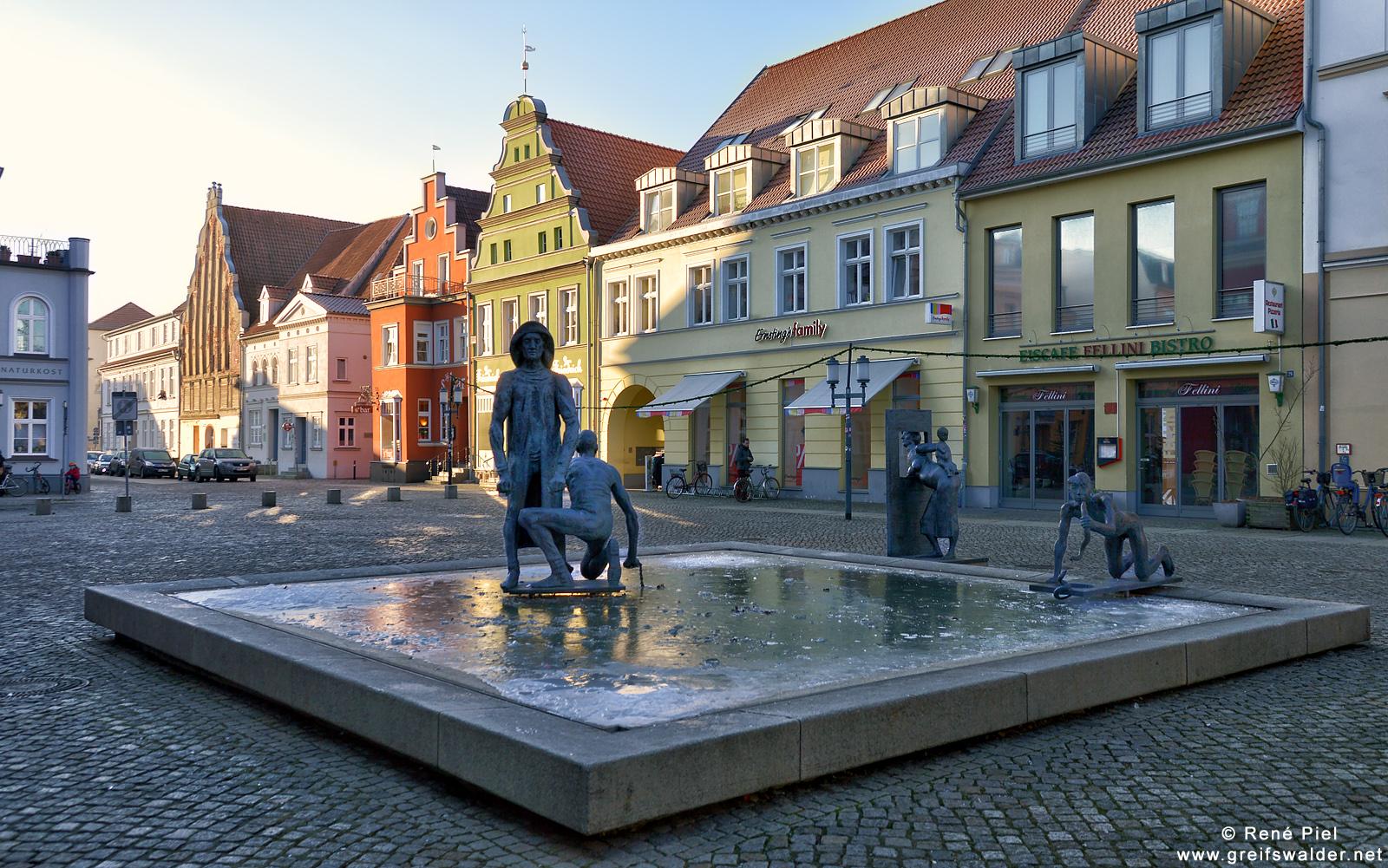 Fischerbrunnen auf dem Fischmarkt in Greifswald