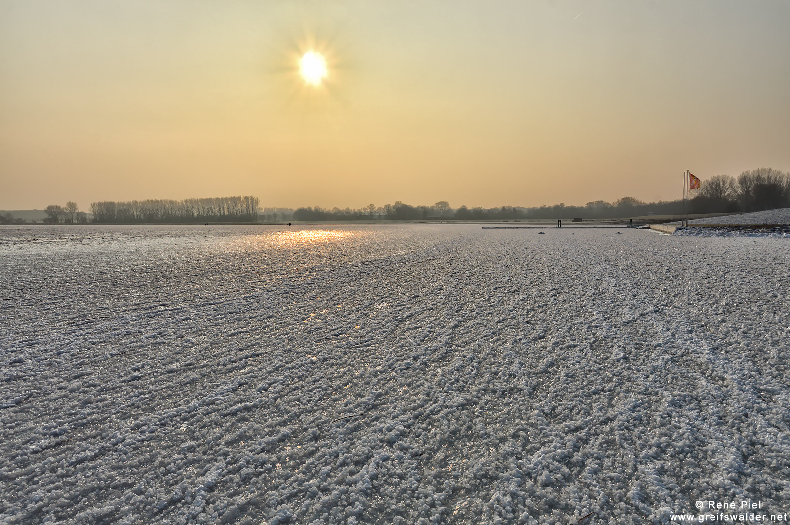 Auf dem Eis am Strand von Greifswald-Eldena