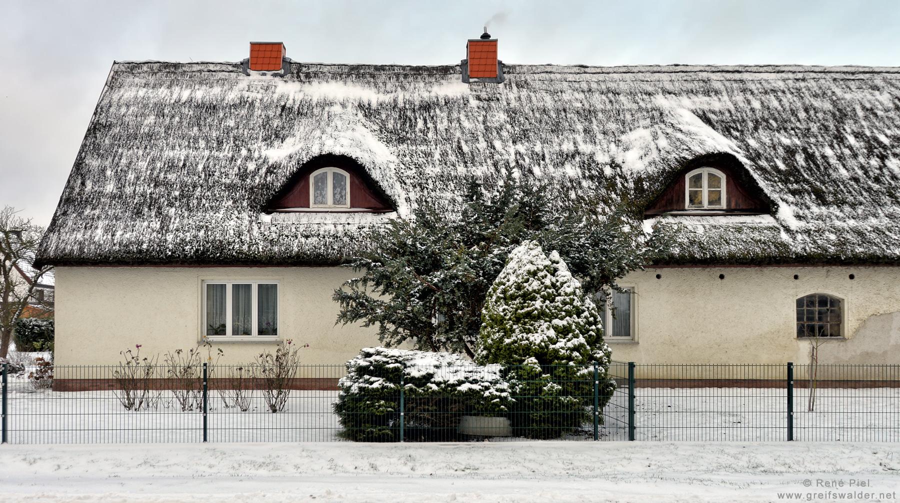 Haus im Schnee in Greifswald-Eldena