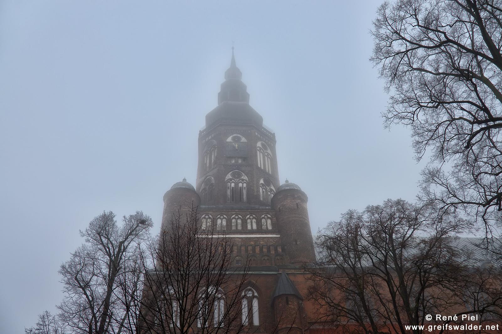 Dom St. Nikolai im Nebel