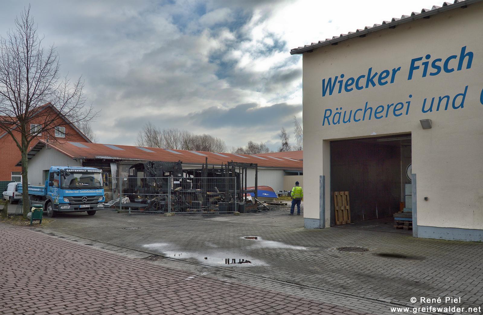 Imbisskiosk nach einem Brand in Greifswald-Wieck
