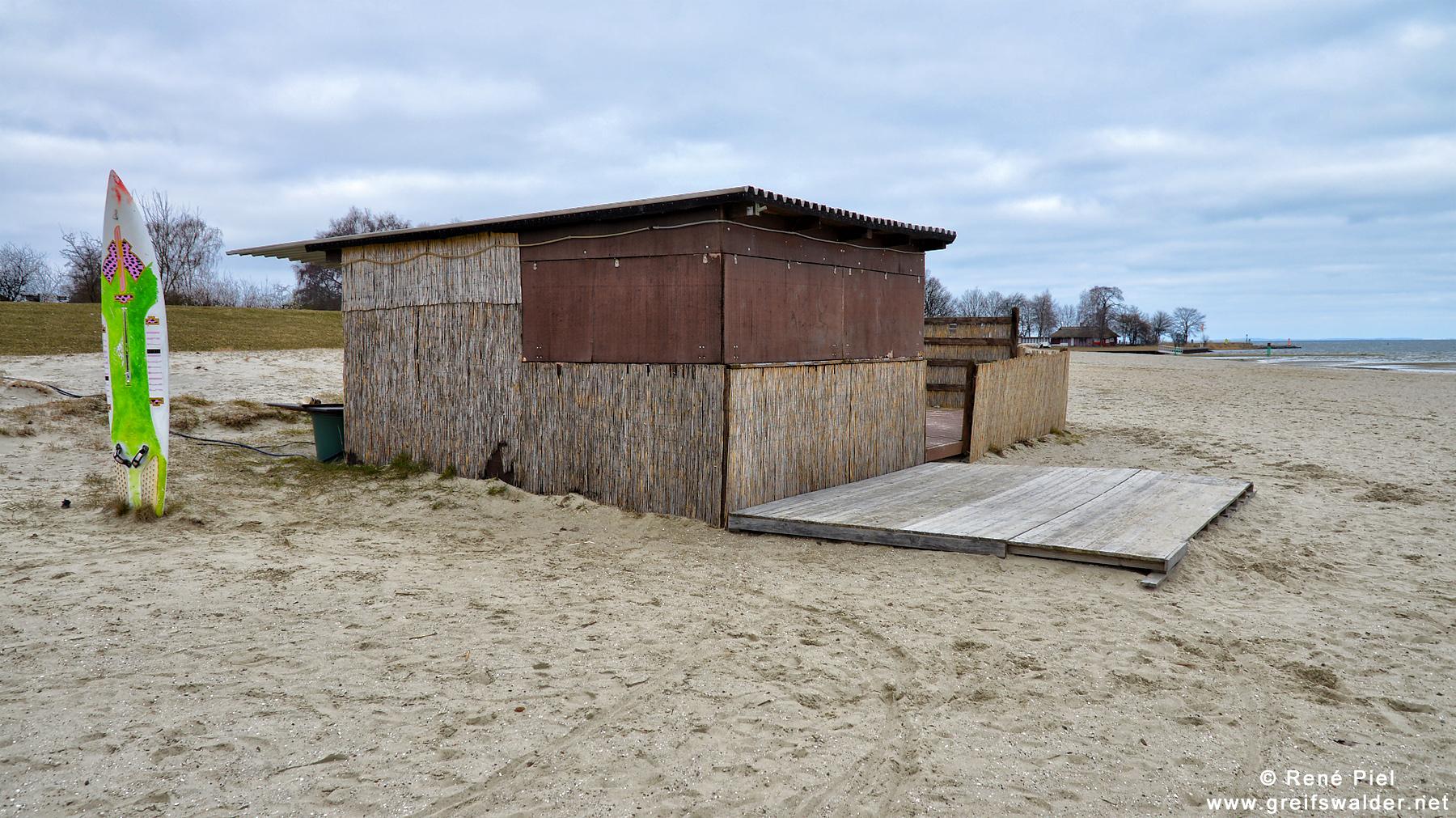 trübes Wetter - leerer Strand