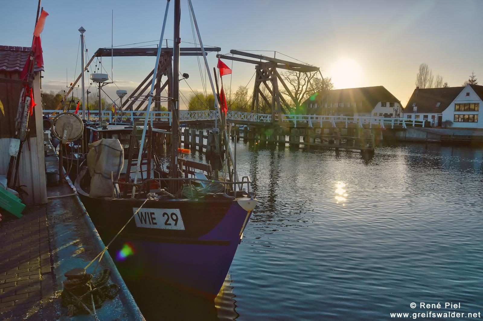 Abendstimmung am Hafen in Greifswald-Wieck