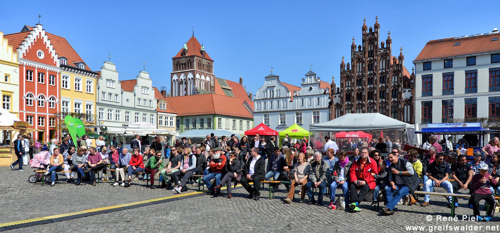 1. Mai auf dem Marktplatz in Greifswald