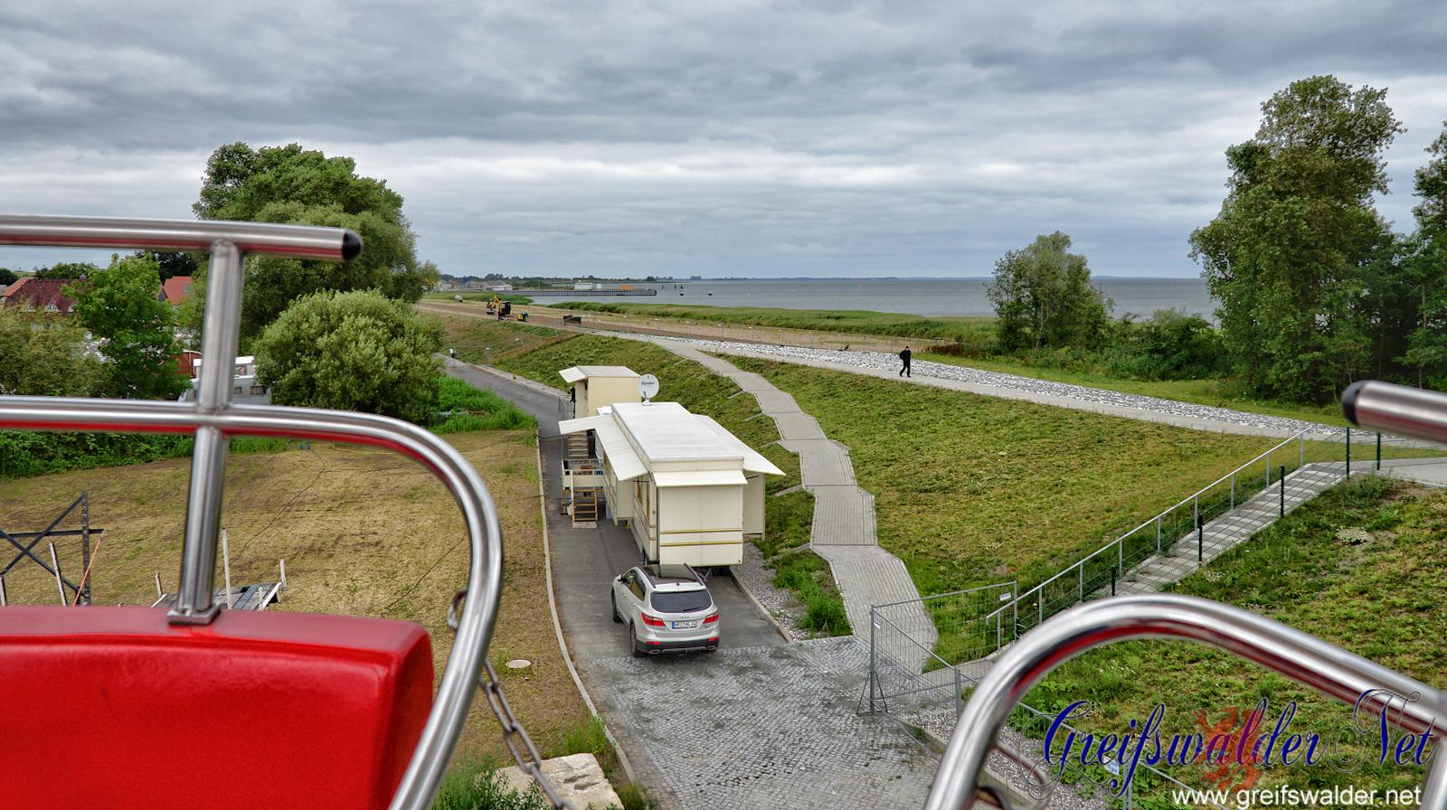 Blick vom Riesenrad auf dem Fischerfest in Greifswald-Wieck