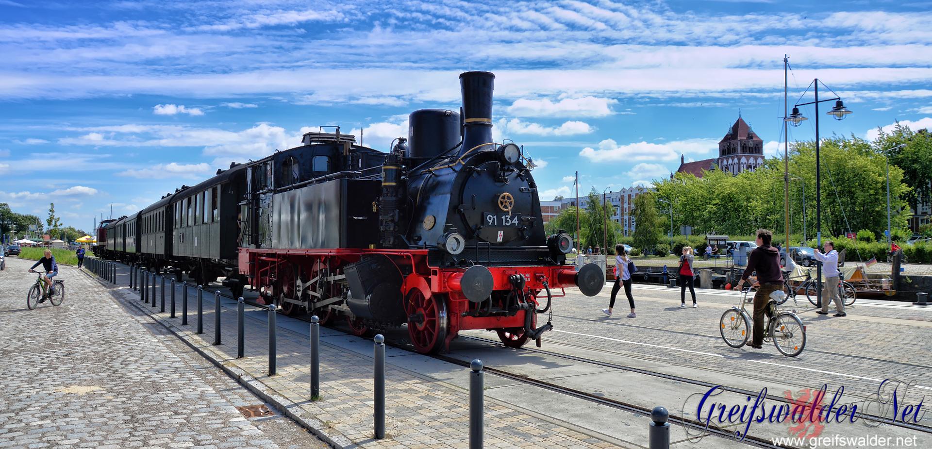 Dampfzug zum Fischerfest - Am Museumshafen in Greifswald