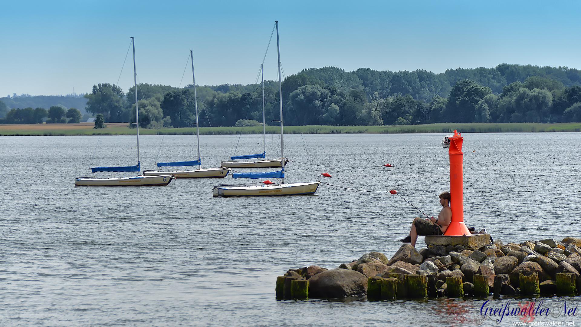 Angler an der Südmole in Greifswald-Wieck