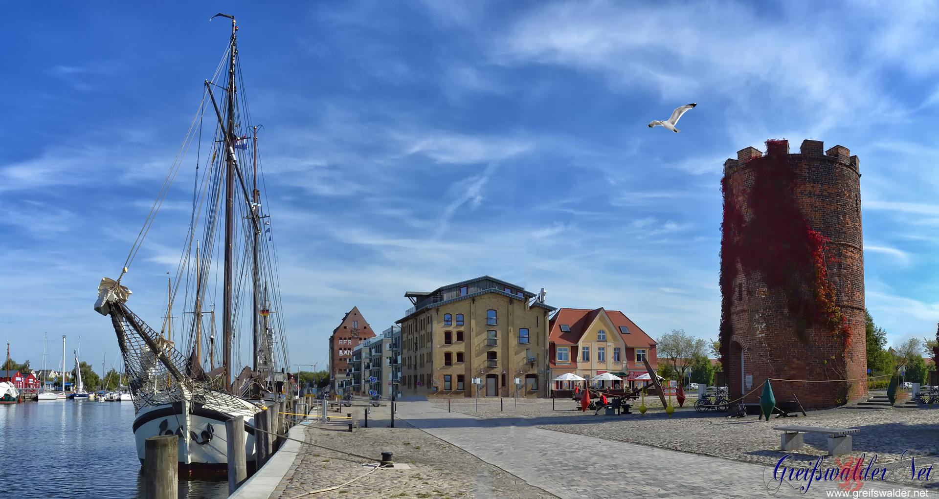 Sonniger Herbst am Museumshafen in Greifswald