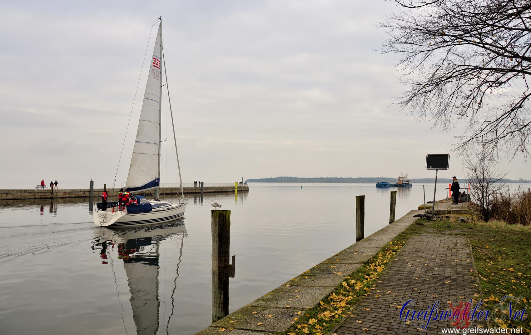 Grauer November-Sonntag an der Mole in Greifswald-Wieck