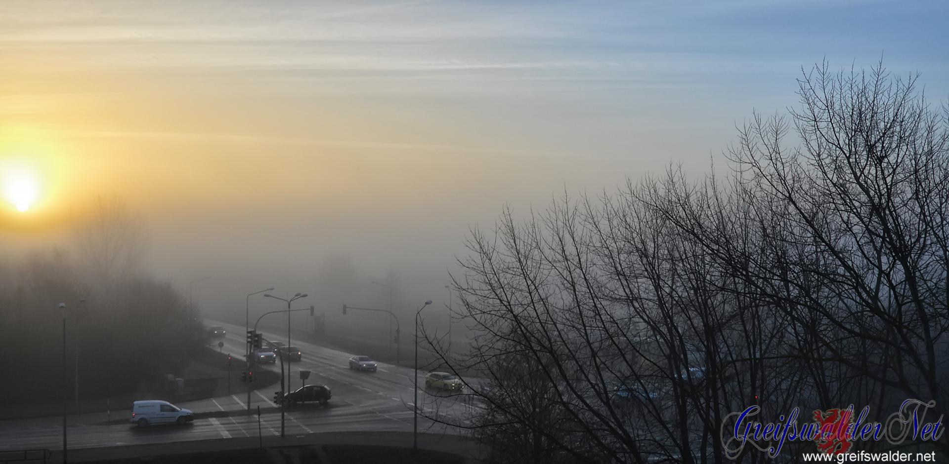 Sonnenaufgang bei Nebel in Greifswald