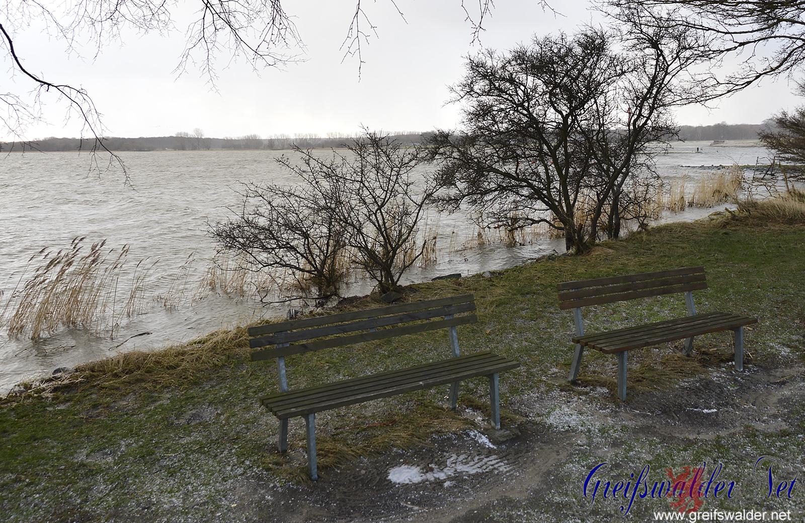 Hochwasser an der Mole in Greifswald-Wieck