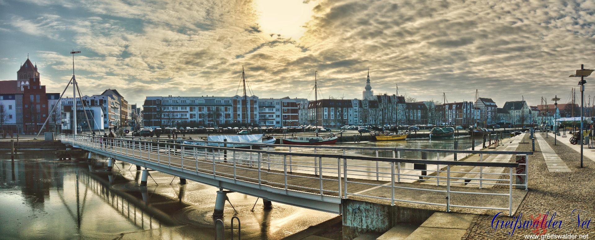 Sonntagnachmittag am Museumshafen in Greifswald