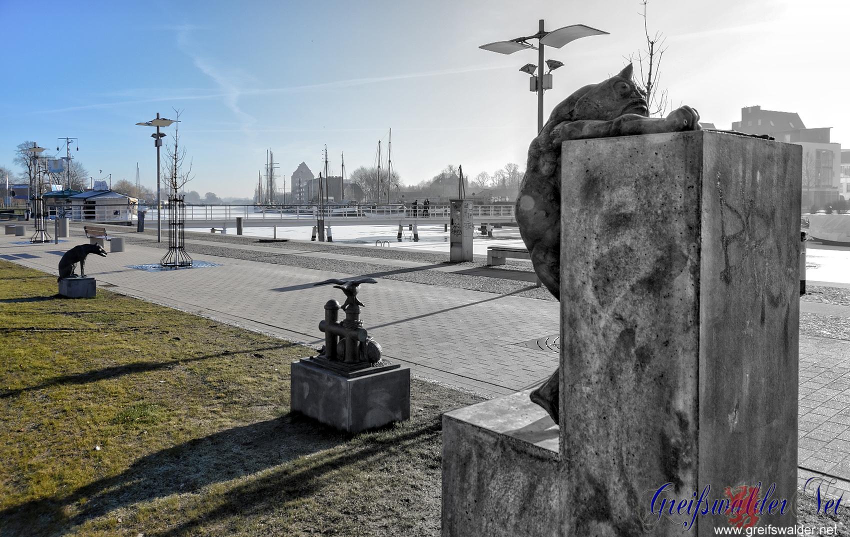 Bronzeplastiken am Museumshafen in Greifswald
