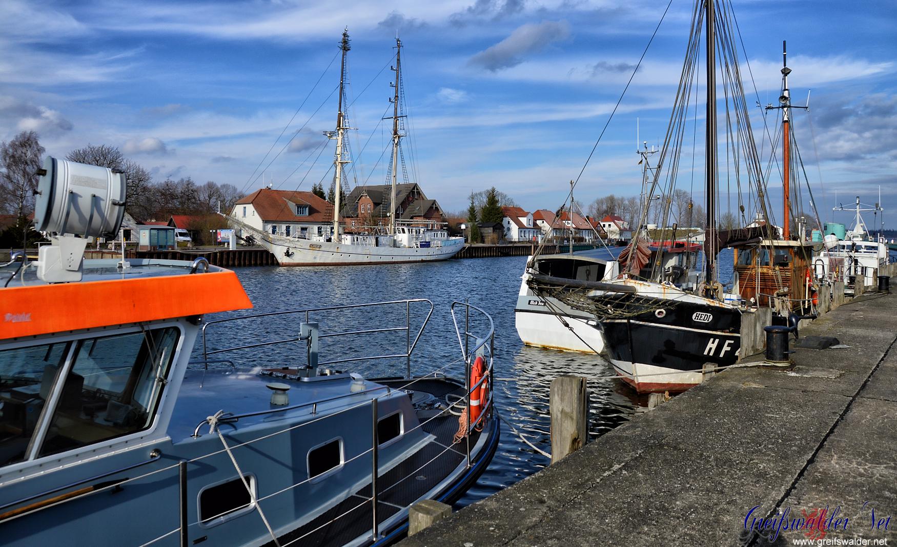 """Hafen in Greifswald-Wieck mit dem Segelschulschiff """"Greif"""""""