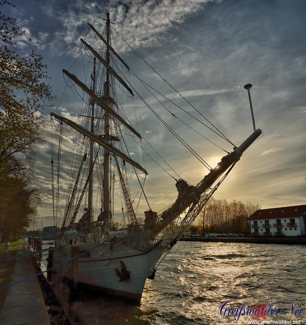 "Sonnenuntergang am Segelschulschiff ""Greif"" in Greifswald-Wieck"