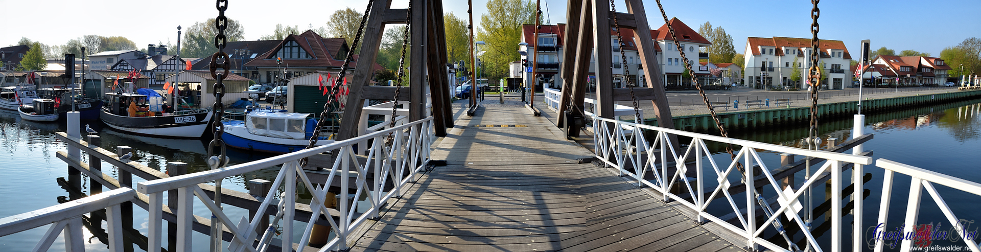 Auf der Brücke in Greifswald-Wieck